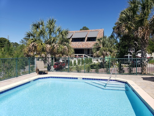 6 min Walk to the Beach, 2 Private Beach Parking Spots, Pool Across the Street