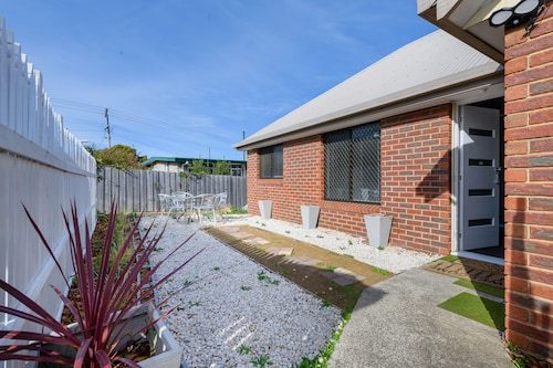 Two Bedroom Entertainer Minutes from CBD
