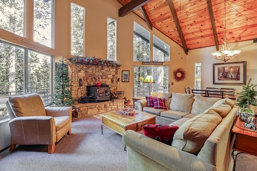 Tree-lined Family Cabin w/ Large Deck, Pool/foosball Tables & Fireplace!