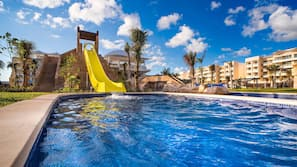 4 outdoor pools, open 7:00 AM to 8:00 PM, pool umbrellas, pool loungers