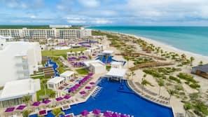 Private beach, white sand, beach umbrellas, beach massages