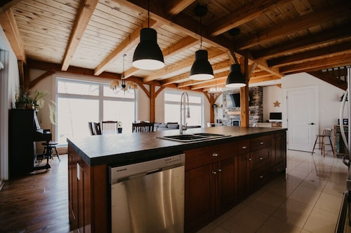 Beautiful Cottage House in the Heart of the Laurentians