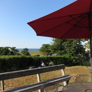 Perfect Cottage - Lovely Waterviews & Walk to Beach - Heat & AC