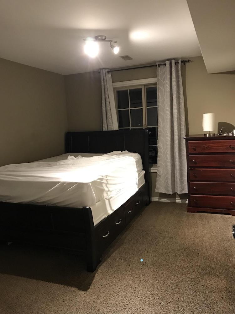 Gorgeous 2 Bedroom Suite With Deck In Kelowna Hotel Rates Reviews On Orbitz
