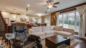 TV, lareira, DVD player, mesa de pingue-pongue