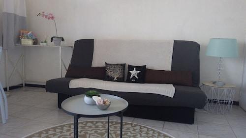 Furnished Studio 26m2 + Loggia, 20 m From the Beach
