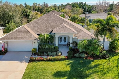 Gorgeous Home! 2 King Beds, Pool/spa Electric Heat, Pets, Close to Beachs