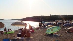 Beach nearby, white sand, 4 beach bars
