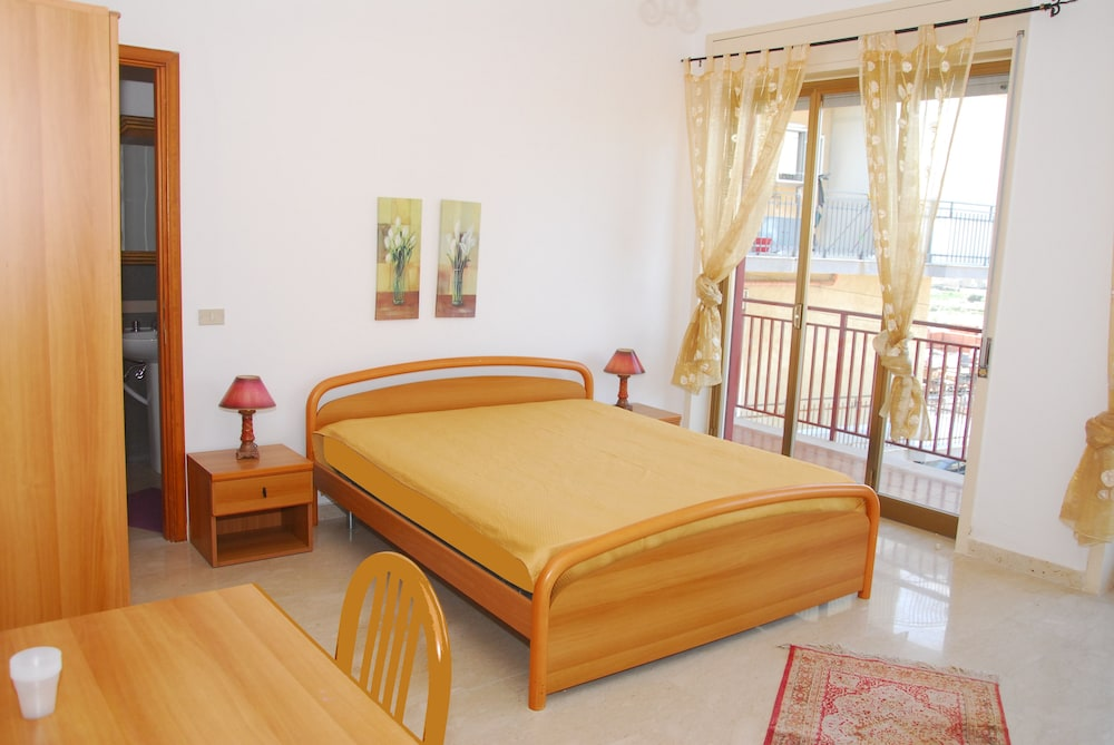 camere pirandello tarifs et avis de voyageurs. Black Bedroom Furniture Sets. Home Design Ideas