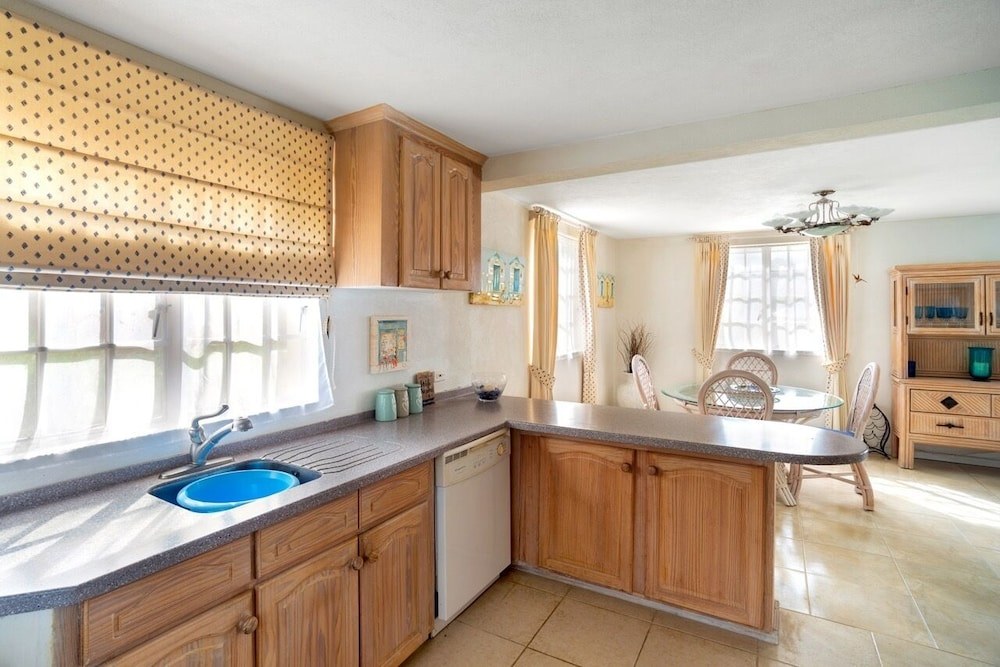 Private Kitchen, Gated, Quiet Location, Spacious Open-plan GF, Garden, Pool, Fast Wifi, en Suites