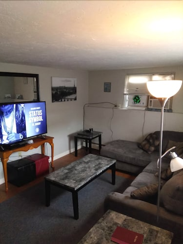 Comfortable Beverly apt Near Downtown Salem