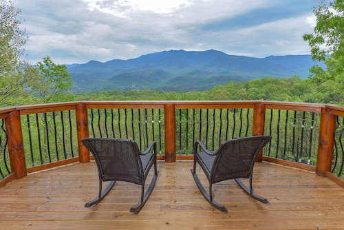 Eden's View Lodge Luxury 4 K BR 3 1/2 BA Private, 3300 SQ FT Home Million $ View