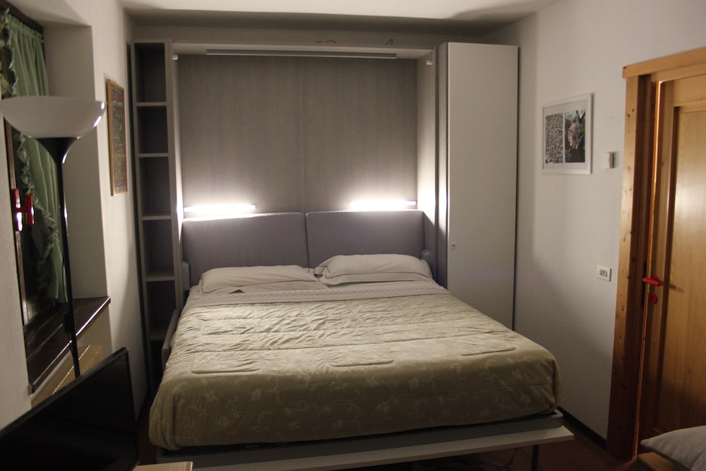 Room, Nice studio just steps from the city center