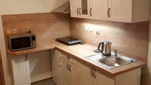 Fridge, microwave, stovetop, cookware/dishes/utensils