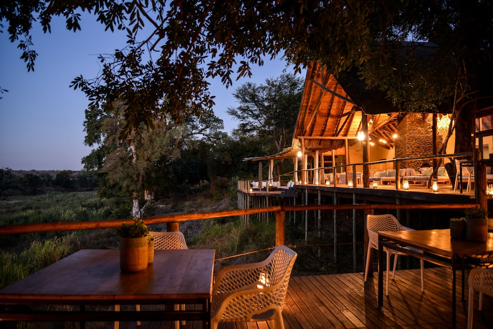 Front of Property - Evening/Night, Lion Sands Narina Lodge