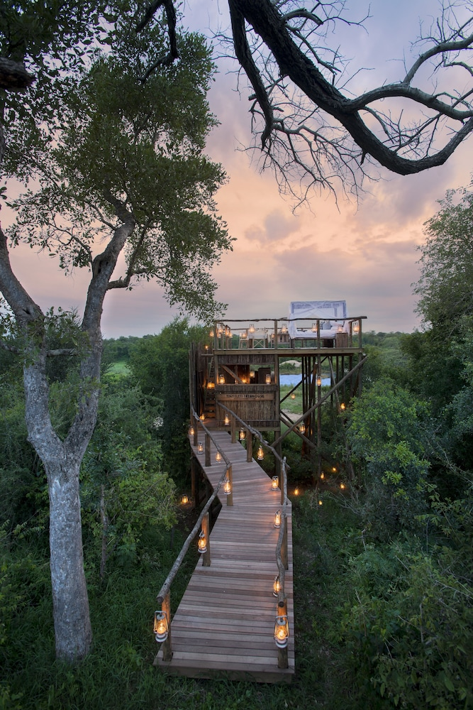 Couples Dining, Lion Sands Narina Lodge