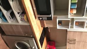 Micro-ondes, cafetière/bouilloire