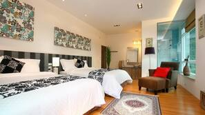 書桌、窗簾、免費 Wi-Fi、床單