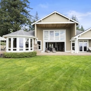 Stunning Waterfront Home on Gig Harbors Hendeson Bay With Golf Room