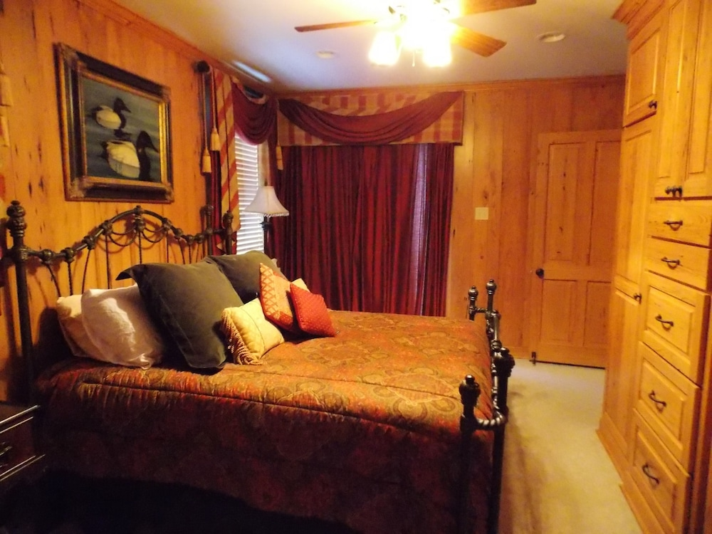 Room, Executive Houseboat - Jean Lafitte Harbor