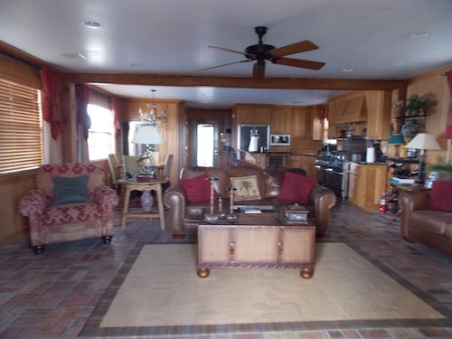 Executive Houseboat - Jean Lafitte Harbor