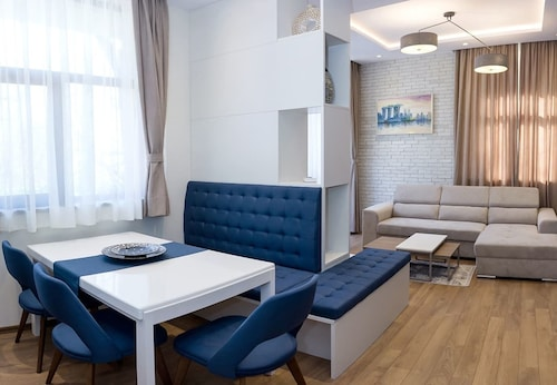 FM Luxury 2-BDR Apartment with Pool & Parking - Varna