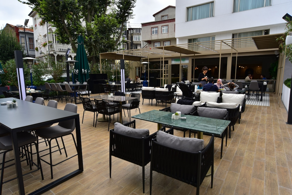 Outdoor Dining, Vogue Hotel Supreme Istanbul