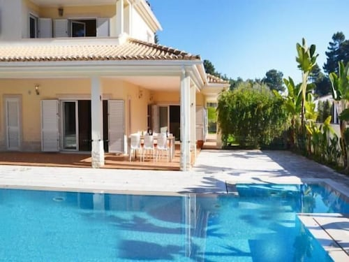 , Valadares Villa, Sleeps 10 With Pool