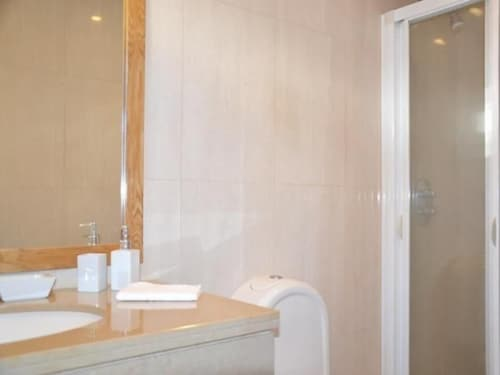 Bathroom, Valadares Villa, Sleeps 10 With Pool