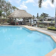 Pelican Landing 4/3 for 10 Pool, Waterfront