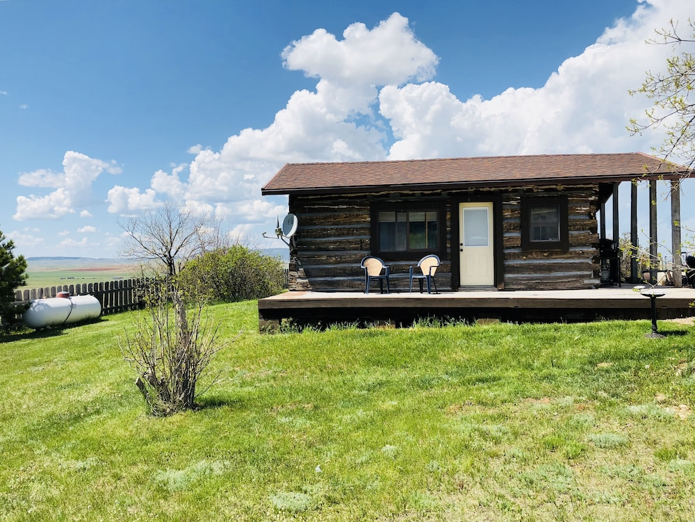 Property Grounds, Rustic log Cabin in the Beautiful Wyoming Black Hills!