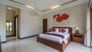 3 bedrooms, in-room safe, desk, laptop workspace