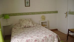 1 bedroom, iron/ironing board, free cribs/infant beds, free WiFi