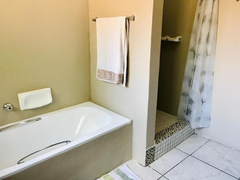 Bathroom, Safe, Spacious Self-catering Holiday Home