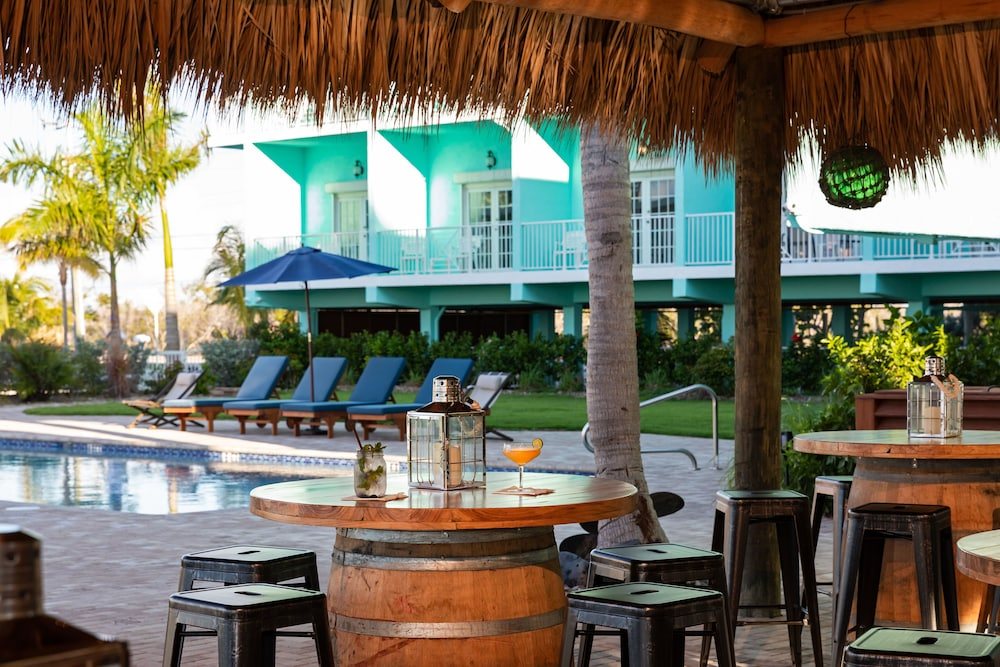 Beach Bar, Grassy Flats Resort & Beach Club