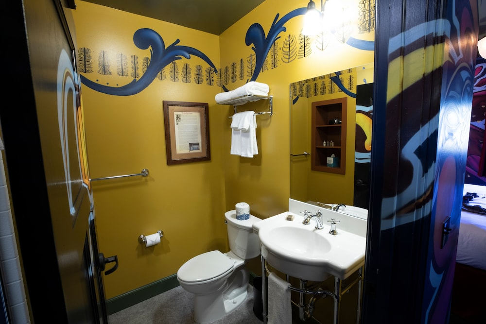 Bathroom, McMenamins Elk Temple