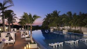 3 piscinas al aire libre (de 8:00 a 20:00), sombrillas