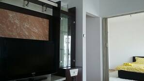 32-inch LCD TV with satellite channels, TV