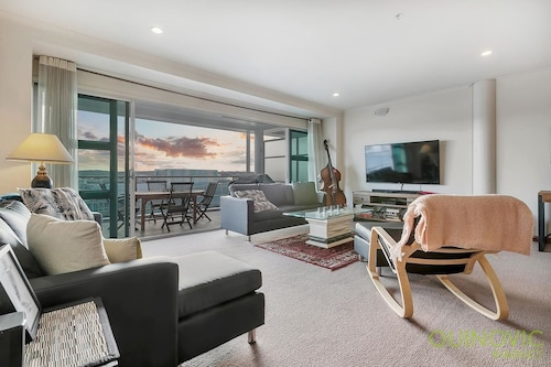 QV Spacious Waterfront Apartment (791)
