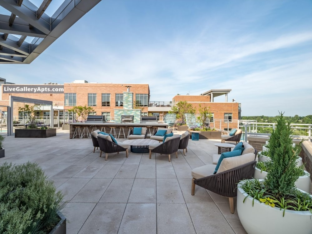 Beautiful Bethesda Apartments With Sky Deck Fitness Center