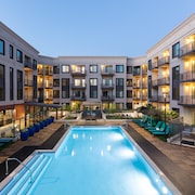 Modern 1BR Upscale Amenities Heart of Silicon Valley