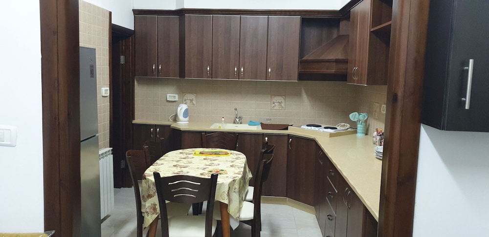 Private Kitchen, Sabri Apartment