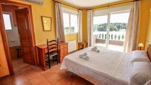 5 bedrooms, cots/infant beds, free WiFi, bed sheets