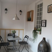 B: Cozy Apt. Next TO Beach AND 14 Min. TO Catalonia Square