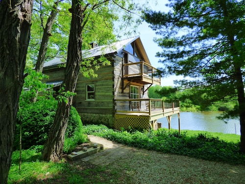 Beautiful, 200 Year old Log Home - Secluded, 30 Min. From Downtown