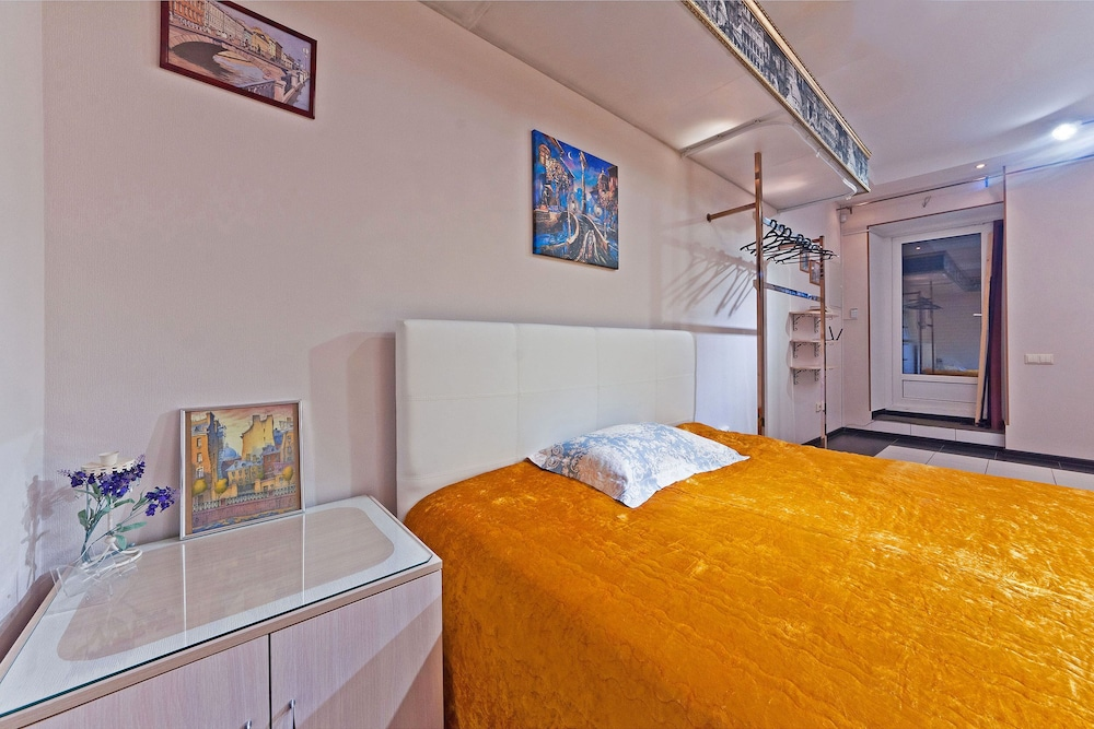 Room, Apartments in Centre of Saint-petersburg