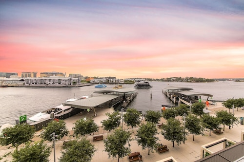 Barangaroo Home Withwaterview