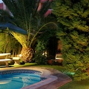 Holiday House, Comfortable With Pool and Garden