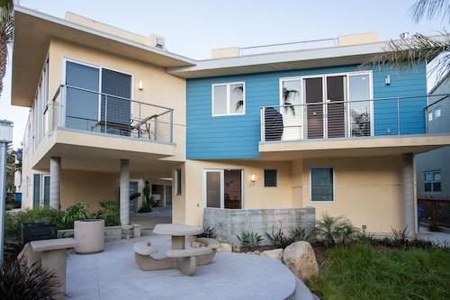 Luxury Avila Beach Condo, Roof top Patio, Couch, Heater, Fire pit & hot tub