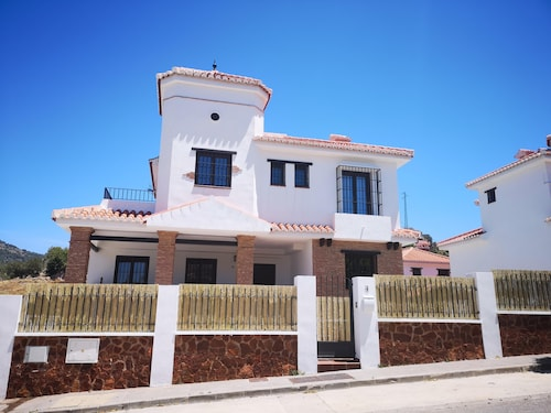Typical Andalusian Villa Nested Between the sea and the Mountains